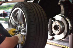 Bremsenservice und Montage von Reifen